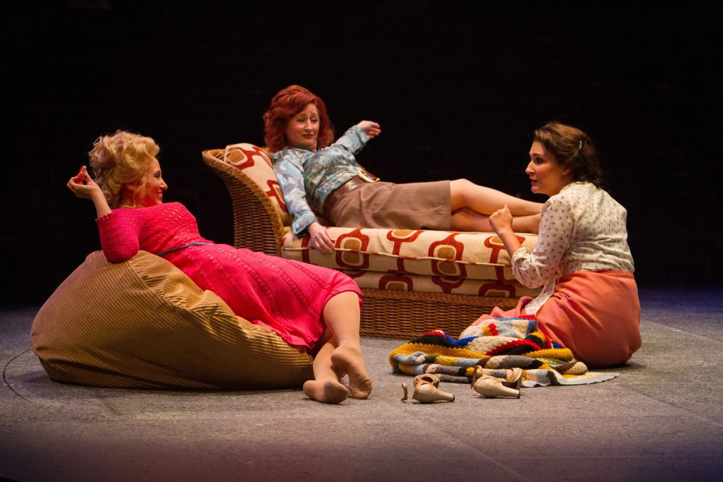 Tricia Paoluccio as Doralee Rhodes, Vicki Lewis as Violet Newstead and Anne Brummel as Judy Bernly i