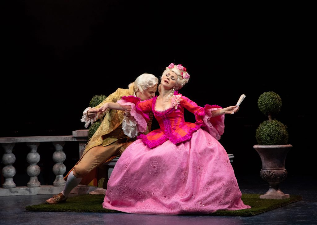 (from L to R) Noah Racey as Don Lockwood and Jennifer Knox as Lina Lamont in SINGIN' IN THE RAIN, pr